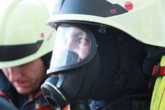 Angriffstruppführer mit Atemschutzmaske