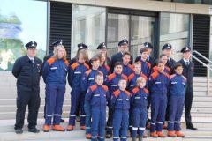 Gruppenbild der Jugendfeuerwehr vorm Landratsamt