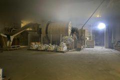Produktionsmaschinen im Inneren des Gebäudes