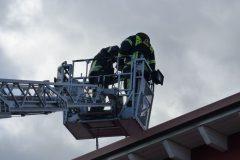 Arbeiten im Korb gemeinsam mit Feuerwehr Groß-Zimmern