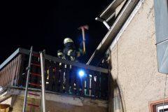 Öffnen des Daches unter Atemschutz