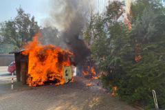 Brennendes Bushaltestellenhäuschen